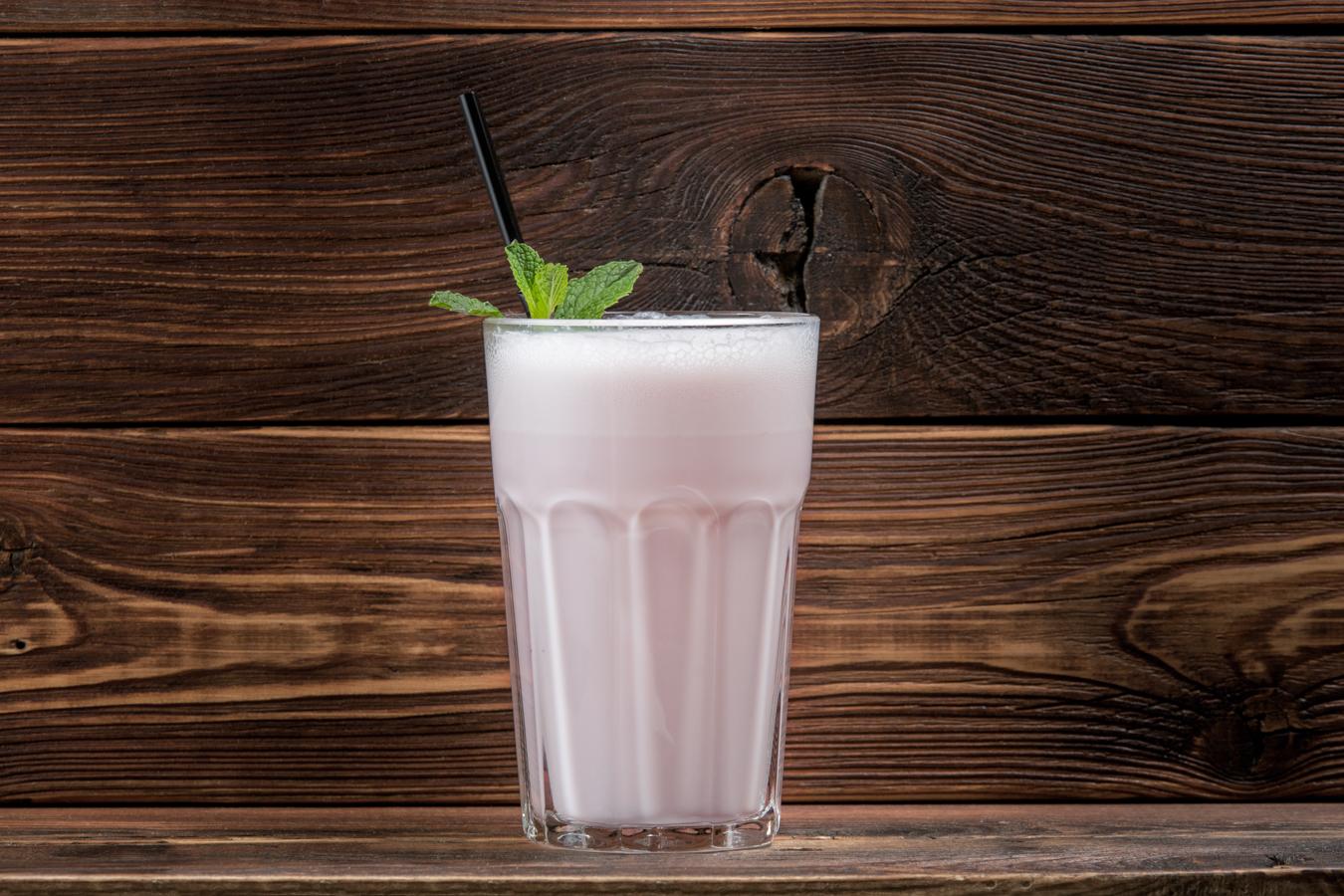 Молочный коктейль (клубничный)