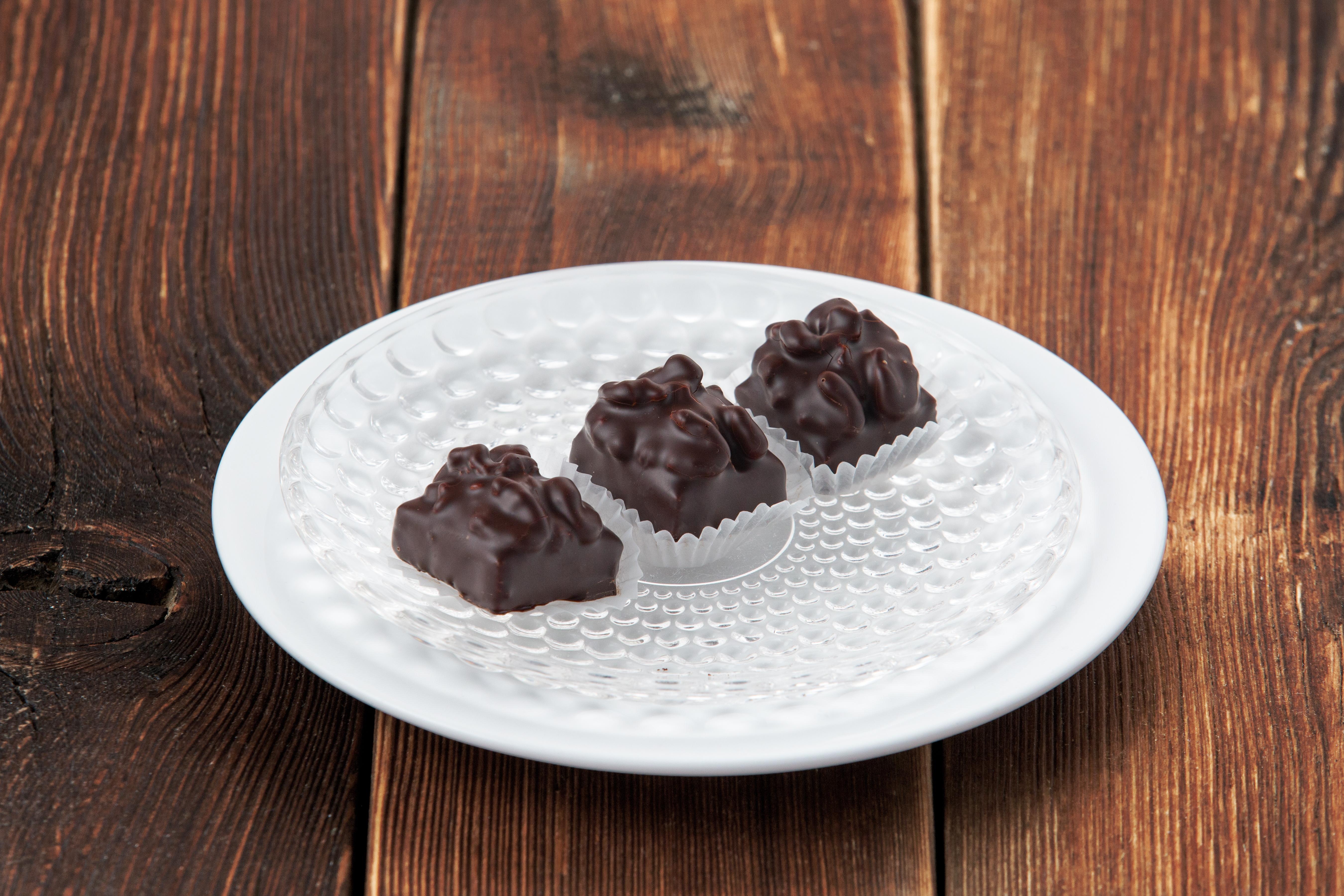 Шоколадные конфеты ручной работы с марципаном (за 1 шт)