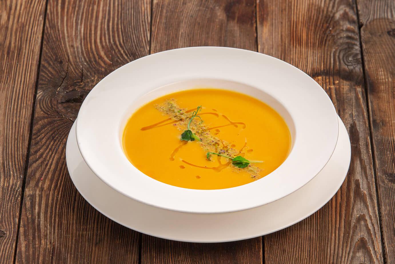 Крем-суп из тыквы с фисташками